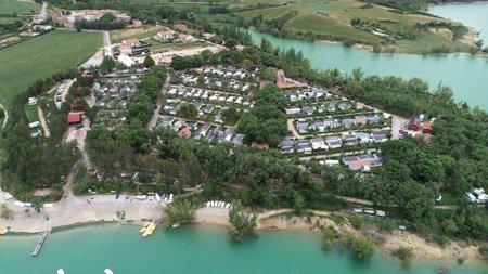 fotografia aerea con dron de camping